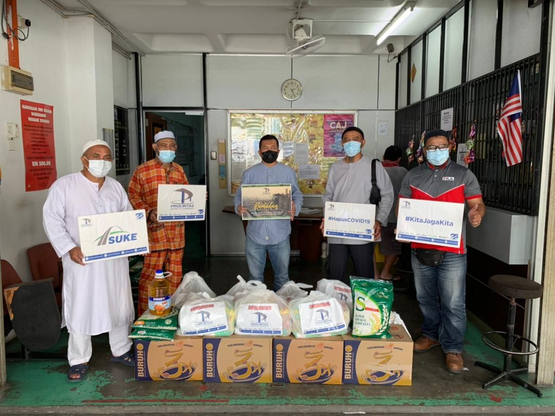 400 Families Receive Ramadan Raya Groceries - 10