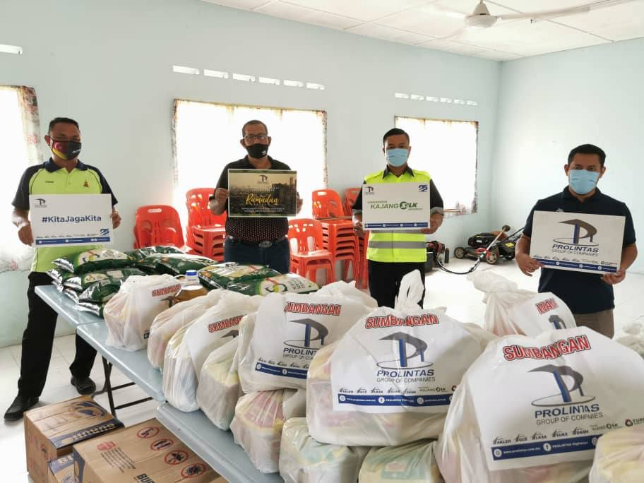 400 Families Receive Ramadan Raya Groceries - 2