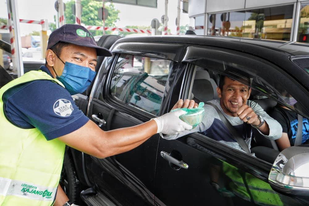 """SILK Treats Road Users """"Bubur Lambuk"""" - 1"""
