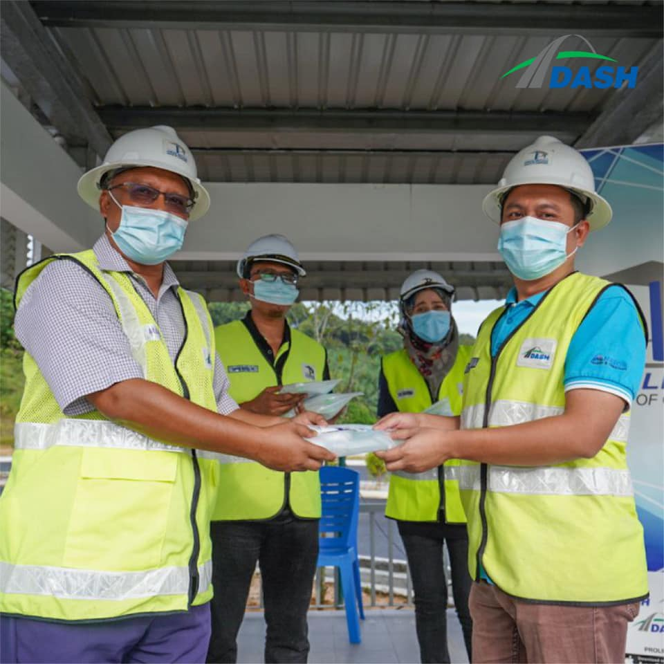 Program 'Penyerahan Pek Penjagaan Diri Untuk Pekerja Pembinaan Lebuhraya DASH'