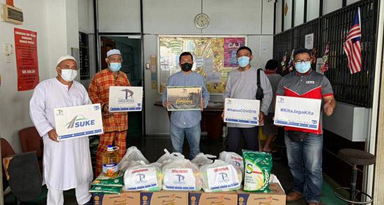 400 Families Receive Ramadan Raya Groceries